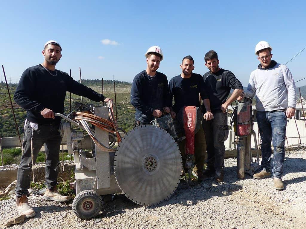 הצוות של יהלומי ניסור וקידוח בבטון