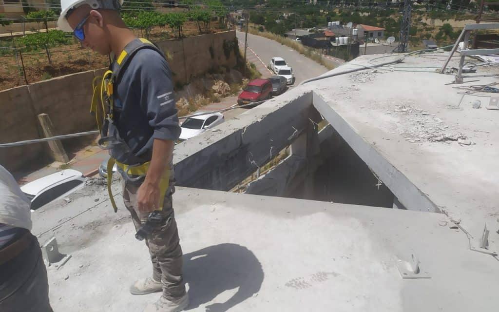 פתח בגג בטון