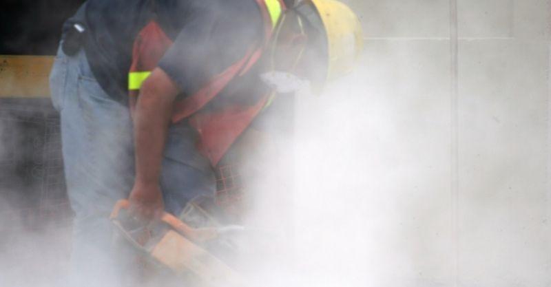 אבק בעת ניסור בטון